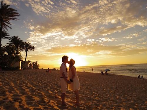 ハワイ結婚式服装を新郎新報に確認