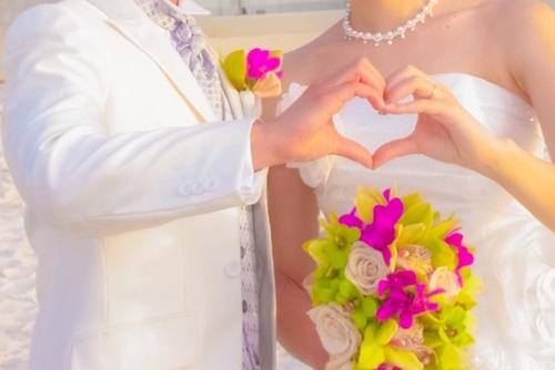 ハワイ結婚式の服装はどのような服が良いのか