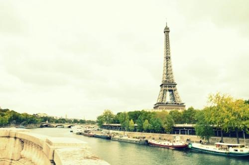 フランスパリ女性海外旅行