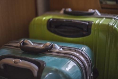 古いスーツケースは取っ手が脆い