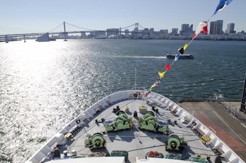 大きなクルーズ船は大きく揺れないように工夫されている